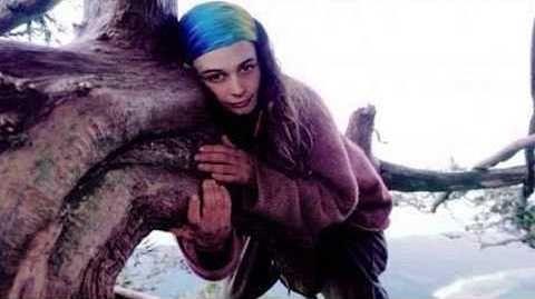 Bu qız düz 2 il 60 metrlik ağacda yaşayıb