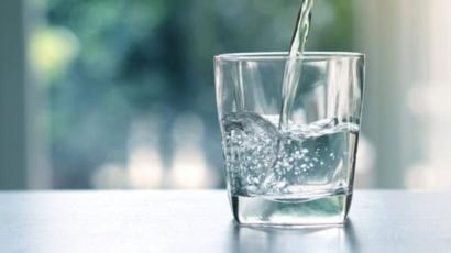 Baxın, hər gün mineral su içmək orqanizmə belə təsir göstərir