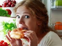 Emosional qidalanma tox vaxtı mənfi duyğulardan xilas olma ehtiyacı ilə əlaqədardır